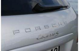Надпись PORSCHE на крышку багажника